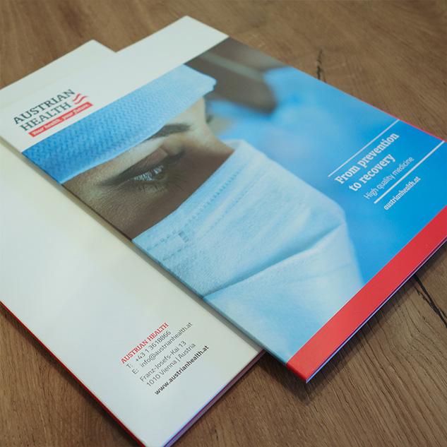 Design und Druck der Flügelmappen für Austrian Health - Messeauftritt